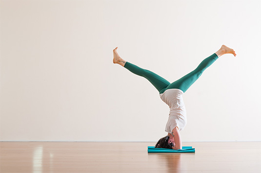 Purna Yoga | Headstand Letitia Walker